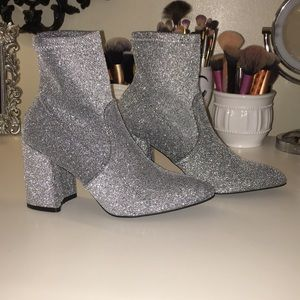 Shoes - Sparkled silver booties